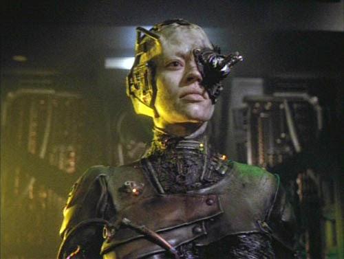 Seven_of_Nine_speaks_for_the_Borg.jpg